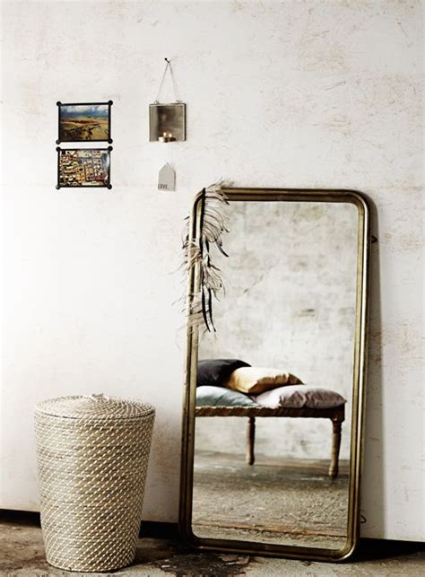 nachttisch zum aufhängen toller spiegel mit einem sch 246 nen rahmen aus antik messing