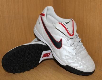 Jenis Dan Sepatu Futsal Nike sepatu futsal berdasarkan jenis lapangan part 3