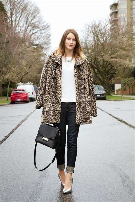 Handbags Are An Easy Way To Wear Leopard Print by Chic Ways To Wear Leopard Coats 2018 Fashiongum