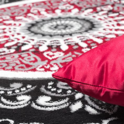 teppich rot gemustert teppich gemustert mit glitzergarn rot schwarz wei 223
