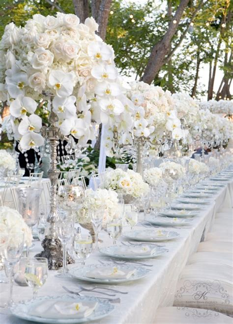 silver and white creates the perfect modern wedding theme