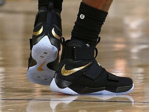 Sepatu Basket Nike Lebron Soldier 10 Space Jam Black new white soldier 10 finals pe sparks 6