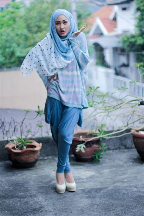 contoh gaya berpose dian pelangi 23 kumpulan gaya hijab ala dian pelangi terbaru