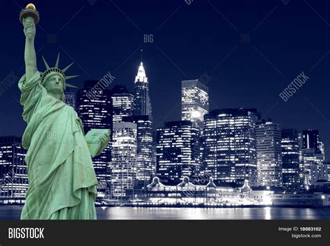 statue of liberty l new york statue of liberty skyline at night www imgkid