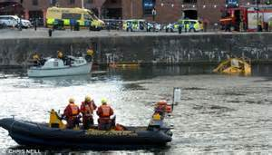 duck tour boat sinks liverpool tourist terror as hibious duck bus carrying 31 people