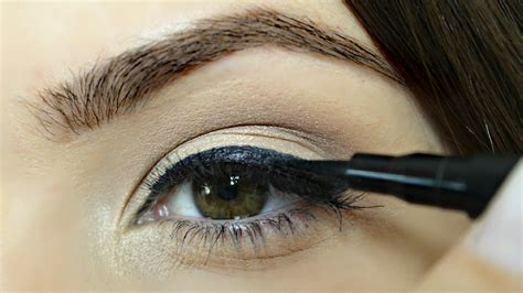 eyeliner tutorial and tips eyeliner tips fool proof eyeliner tricks youtube
