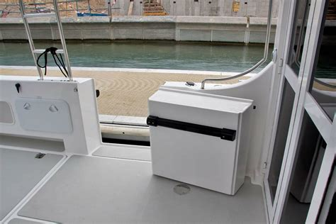 enclosed cabin boats new leisurecat 9000 kingfisher enclosed cabin power boats