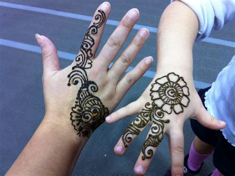 henna tattoos in hand henna tattoos
