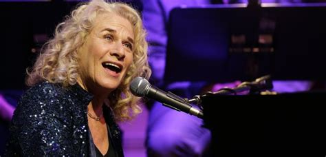 where does carole king live see carole king perform tapestry live gold