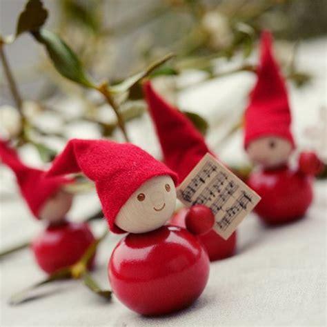 diy cute christmas elves  tutorial http