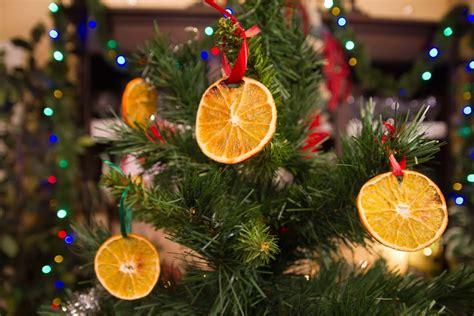arbol d enavidad con colores naranjas arbol de navidad estilo victoriano o vintage