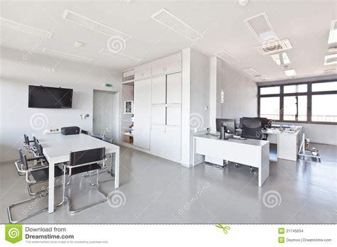 bureau vall馥 b鑒les bureau moderne avec les meubles blancs photo stock image