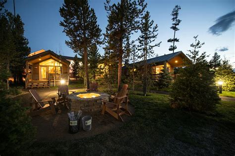 yellowstone cabin 11 dreamy yellowstone cabins you can rent for your next