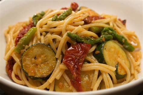 cosa cucinare con le zucchine spaghetti asparagi e zucchine cosa cucino oggi ricette