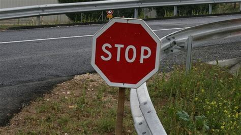 Combien De Panneau Stop à 1364 by Abandon Des Feux Tricolores Combien De Panneaux 171 Stop