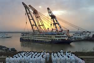 ferry boat hits crane chinese boat sinking death toll rises with over 100 bodies