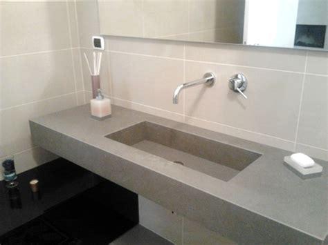 top per bagni foto top sospeso per bagno in kerlite con vasca integrata