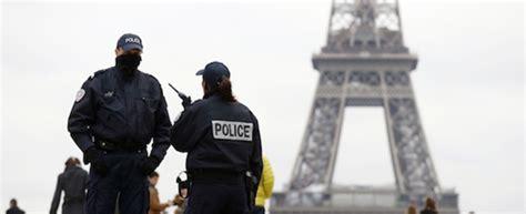 avvocato d ufficio quanto costa spari in tribunale a parigi un avvocato colpisce il