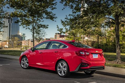 chevy cruze 2016 chevrolet cruze earns 42 mpg rating gm authority