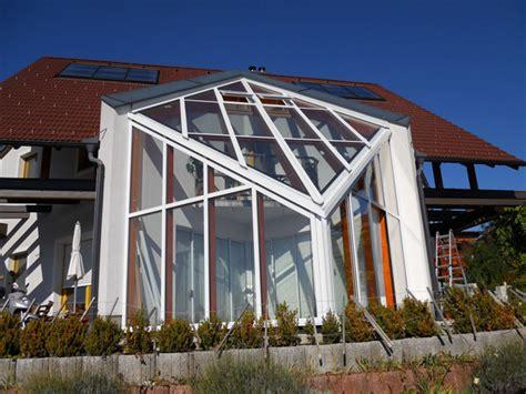 wintergarten bauen wintergarten glaswand glashaus mit holz und