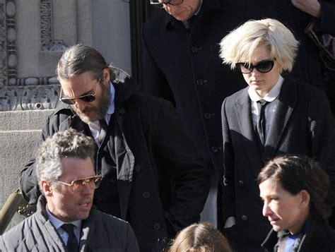 philip seymour hoffman joaquin phoenix joaquin phoenix and allie teilz photos photos funeral