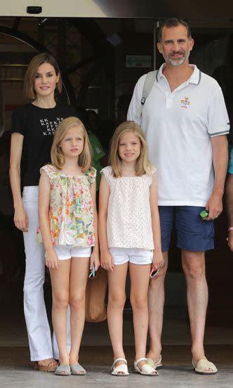 las hijas de espana el rey felipe de espa 241 a y sus hijas sof 237 a y leonor llevan zapatos iguales foto 9