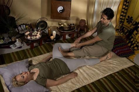massaggio su futon corso di massaggio thai