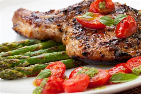 Fast Easy Dinner Chops With Tomatoes by Grilled Pork Chops With Asparagus And Pesto