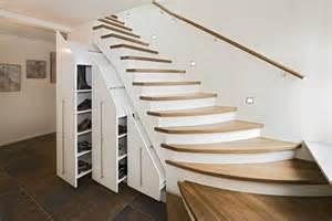 schrank unter treppe ikea treppenschr 228 nke stauraum unter der treppe wohnen nach mass