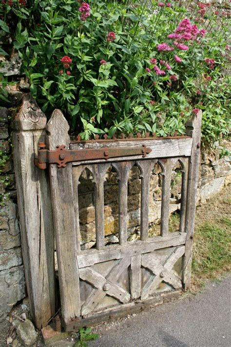 Garden Gate Decor 1000 Ideas About Rustic Gardens On Pinterest Gardening Rustic Fence And Rustic Garden Decor