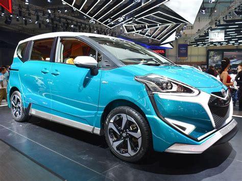 Bantal Mobil 3 In 1 Set Toyota Sienta Piillow Car toyota sienta banting harga di hari terakhir giias 2017 panduan pembeli mobil123