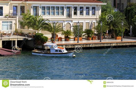 istanbul tur small wooden boats in bosphorus residential house