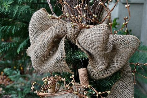 how to decorate a tree with burlap 100 how to decorate a tree with burlap
