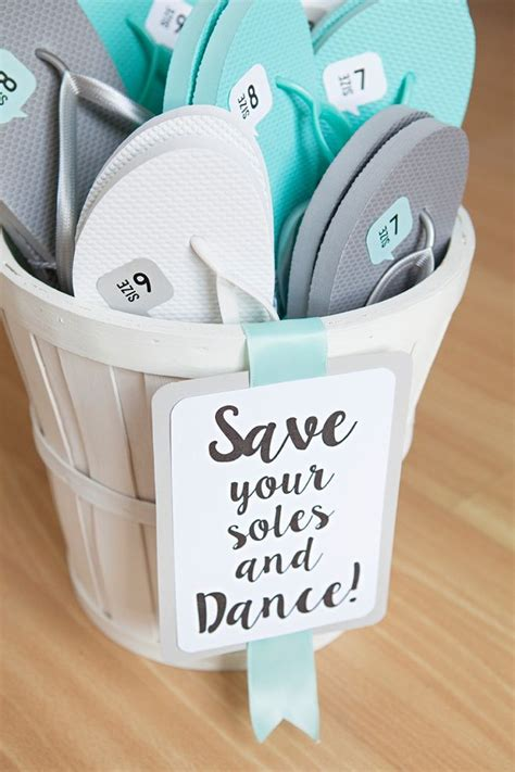 wedding guest gift ideas diy how to diy your own wedding flip flop quot shoes quot wedding wedding guest gifts and