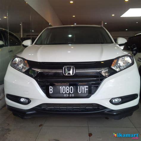 Honda Hrv 1 5 E 2015 honda hrv 1 5 e cvt th 2015 march automatic putih metalik