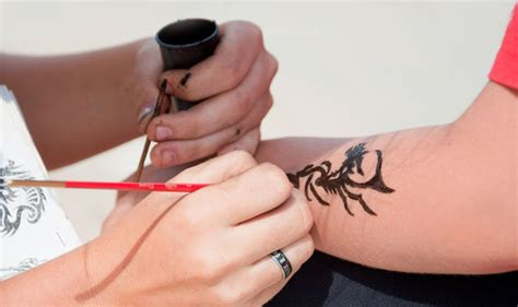 henna tattoo side effects black henna tattoos skin foundation warns of rise