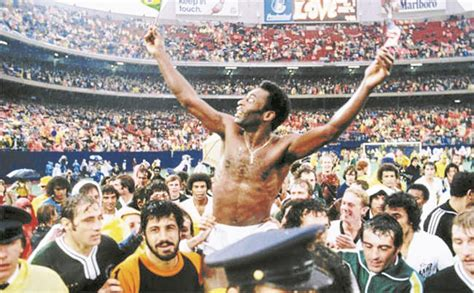imagenes historicas del futbol mundial pel 233 el hombre que parti 243 la historia del f 250 tbol diario