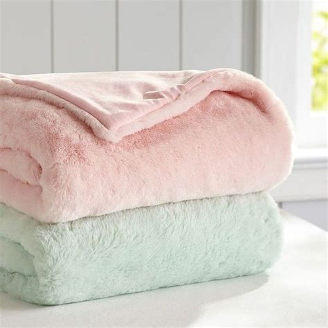 fuzzy bed sheets 17 best ideas about fuzzy blanket on pinterest soft
