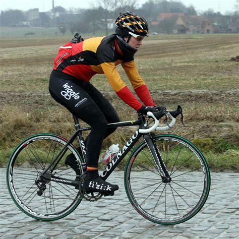 vittoria pave vittoria offers their classics pav 233 cg tire in all black