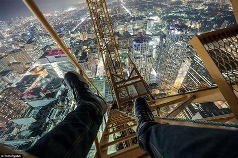 vertigini da seduto toronto s rooftopper captures awesome photos of the city