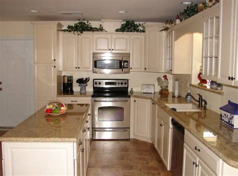 Kraftmaid White Kitchen Cabinets Kraftmaid Bisque Glaze Cabinets With Granite Countertops Kitchen Ideas Granite