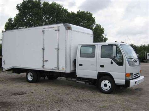 isuzu 2002 sleeper semi trucks