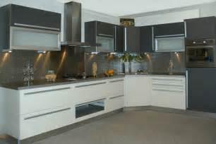 cuisine look moderne gris blanc marseille aix en provence