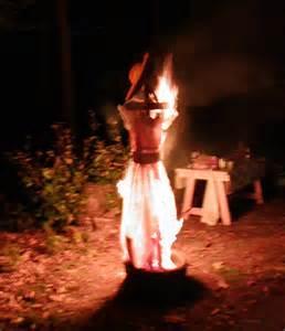 burning wedding dress photography weddingdress burning by cataztrophe on deviantart