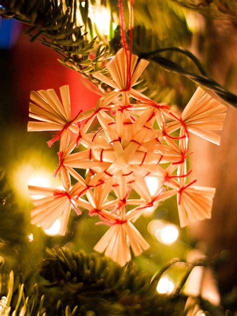 membuat pohon natal dari barang bekas cara membuat pohon natal dari ranting kering 10 kreasi
