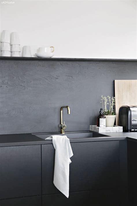 Diy Backsplash Kitchen by Stilig Over Kj 248 Kkenbenken Lady Inspirasjonsblogg