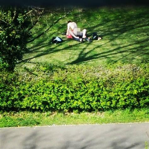 Romps In The Bushes 英國情侶公園打野砲 辦公室上班族看光光 國際 自由時報電子報