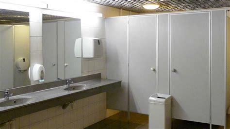 misure bagni pubblici come arredare bagni pubblici dimensioni rubinetti e