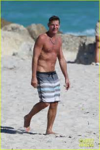 Extreme Makeover extreme makeover s ty pennington goes shirtless puts toned body on