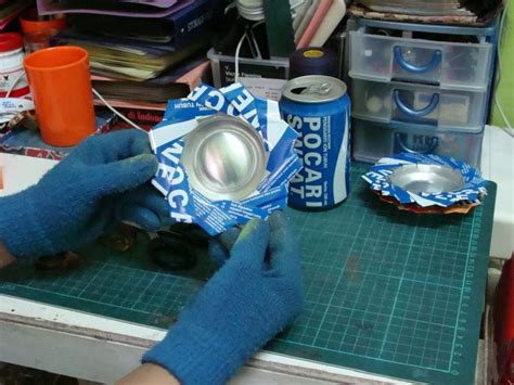 Kaleng Bungkus Rokok membuat asbak dari kaleng minuman bekas komunitas kretek